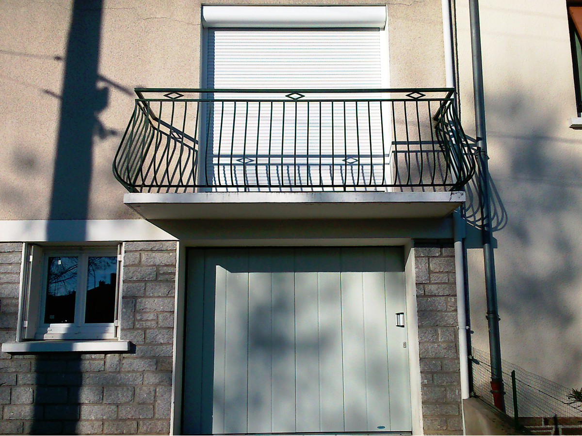 Porte de garage aluminium et volet roulants isolés