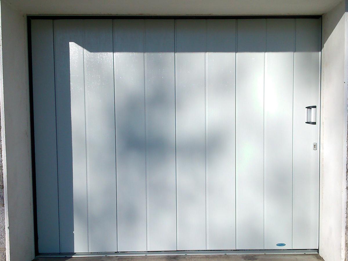 Porte de garage aluminium, laquée grise, sur mesure